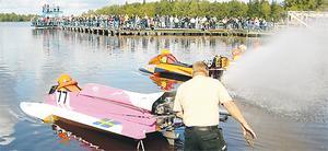31 augusti 2008 arrangerades det båtrace på Långforsen. Foto: Sofia Fors