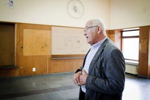 Bengt Andersson ingick i den grupp som för omkring tio år sedan såg till att rusta upp stationshuset. Nu kan han sorgligt konstatera att mycket av arbetet var förgäves.