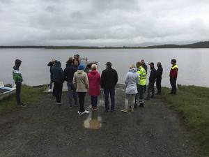 Ett år efter olyckan samlades Linn, Anders och deras son Leo samt räddningspersonalen vid Ånnsjön.