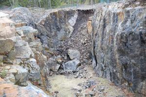 Storbotten i Flogbergets gruva rasade under december månad sönder. Flogbergsspelens skådeplats begravdes under stenmassorna.