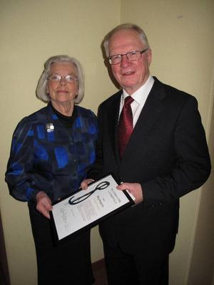 Konstvetaren, konstkritikern och författaren Mary Bergström, Östersund, blev den trettonde mottagaren av Per Stjernströms Kulturstiftelses hederspris. Priset överlämnades under lördagens kulturkväll i Sikås bystuga.