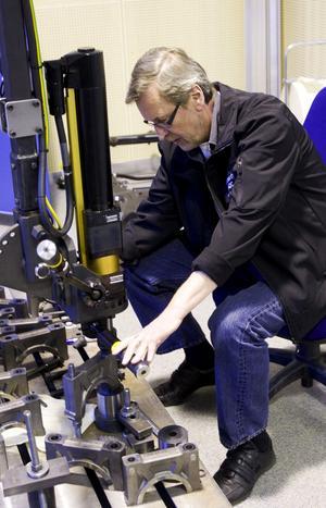 Rättgängad. Rolf Carlsson har lagt ner många timmar på att få till den rätta skruven.