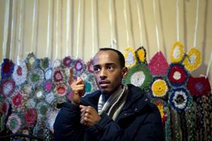 Abukar Dahir, 24 år är född i Mogadishu, Somalia och är en an initiativtagarna. Han kom till Sverige som barn och har bott i Västerås och London men flyttade till Gävle för sin flickväns skull.