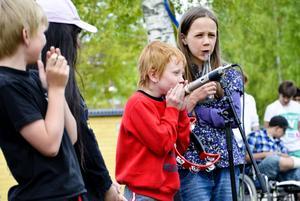 Ljudligt. Barnen spelade på både vanliga och lite mer ovanliga instrument.