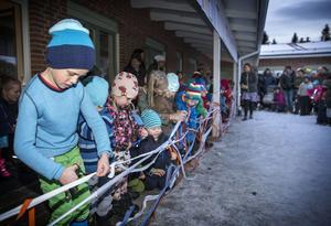 Många band skulle klippas när Fröhusets förskola invigdes.