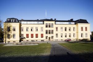 Härnösands gymnasium – inspiration till miljön i Maria Frensborgs ungdomsthriller.