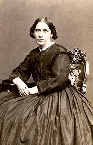 Lina Sandell (1832 - 1903). På söndags gestaltas hennes liv och sånger av Eva Pilat och Aniita König i Teaterladan i Hedemora.