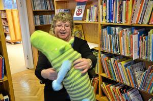 Mötesplats. Tina Allansson jobbar på biblioteket i Ramsberg och framhåller att det är den enda kravlösa mötesplatsen som finns.