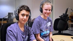 Gabriel Akkurt och Elvira Björnberg från Norra Vallbyskolan. Foto: Eva Kleppe/Sveriges Radio