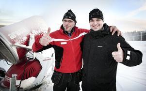 Tomas Johansson, driftansvarig på Solberget, och Jonas Andersson, anläggningschef, gör tummen upp för Säfsen Resort. Det gör även många utländska researrangörer, som tycker att upplevelsen i Fredriksberg är en av de åtta bästa i Sverige.