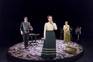 Scen ur Östgötateaterns uppsättning av Alfhild Agrells