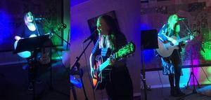 Louisa Westling, Louse Rosén och Johanna Bakke trollband publiken på Unitis.