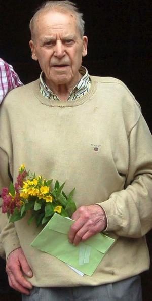 Gunnar Larsson, Hudiksvall och Oxberg, avled den 31 juli, 90 år gammal. Den 17 augusti äger begravningen rum i hans gamla hemby, i Oxbergs kapell. Bilden togs i Oxberg i fjol, i samband med 90-årskalaset.
