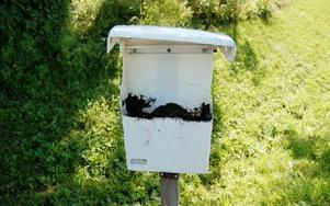 Den här postlådan roade man sig med att såga av och fylla med jord.FOTO: CHRISTIAN LARSEN
