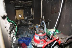 Branden startade i torktumlaren och röken spred sig snabbt.