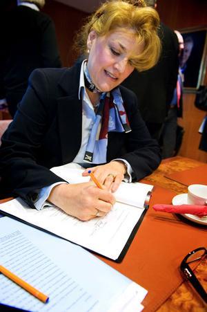 Knappast anade Banverkets dåvarande genrealdirektör Minoo Akhtarzand att hennes efterträdare i Trafikverket skulle underkänna det avtal hon skrev på för tre år sedan.