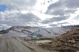 Arise Windpower minskar transporterna in av grus till vägbyggen och betongfundament med Bergvik Skogs bergtäkt