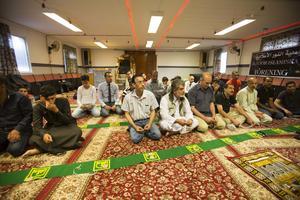 Dagen började med bön och predikan av imamen.