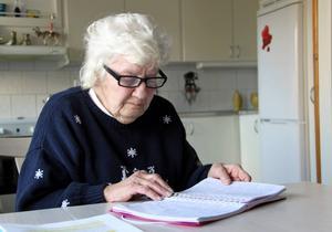 Maj-Lis Andersson har senaste åren dokumenterat de allra flesta samtal hon har haft med personal som arbetat med sonen Peter.