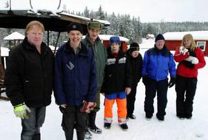 Kennet Berglund driver stället där Tomas Olsson, Roland Sundberg, Gert Persson, Olle Sundvisson och Erling Bygren vistas. Sara Jonsson arbetar där. Nu ska de bort från Bromyra.  Foto: Filip Gustafsson