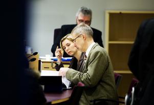 Vice chefsåklagare Karin Everitt och vice chefsåklagare Peter Salzberg har fått mindre att göra. Första fyra månaderna 2011 var antalet redovisade ärenden till åklagare i Sundsvall 1 783 stycken och de utgjorde 22,0 procent av antalet inkomna ärenden. Under samma period i år hade siffrorna sjunkit till 1 346 stycken respektive 15,1 procent.