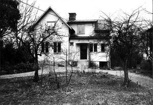Tjänat ut. Så här såg Victorsberg ut våren 1976. Huset och trädgården hade då förfallit.