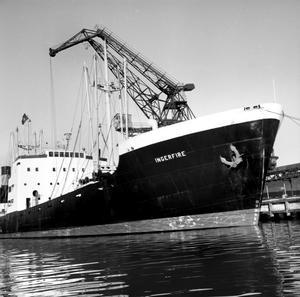 Bild från hamnen någon gång på 50-talet. Vet du något om båten?