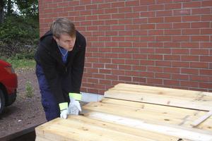 Jobbar egentligen i Kolbäck. Jonatan Eriksson är en av de som får göra annat under det ofrivila slusstoppet.