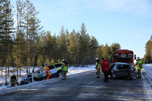 De båda bilarna frontalkrockade.