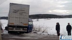 En lastbil körde av vägen vid Törundakorset på onsdagsförmiddagen.