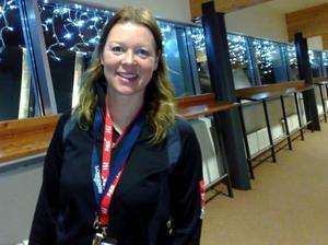 Karin Stolt Halvarsson basar i mediacentret i Holiday ClubFoto: Elisabet Rydell-Janson