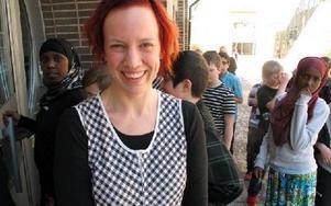Åsa Backéus är dramapedagog på kulturcentrum Asken. Hon hoppas att personal på skolorna oftare ska höra av sig för råd, exempelvis kring drama.-- Det är ett sätt att uttrycka sig och träna språket.Foto: KARIN SUNDIN