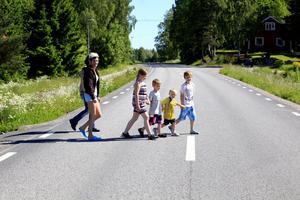 Sedan väg 509 renoverades har grundhastighetsgränsen höjts från 70 till 80 kilometer i timmen. Annelie Linander, Therese Hellström, Hampus Linander, Felicia Linander, Olle Hedström och Arthur Linander gillar inte förändringen.