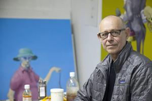 Den danska konstnären Michael Kvium har gjort sig känd för sina groteska avbildningar av människor i tavlor och skulpturer. Nu är han Sverigeaktuell med en utställning på Dunkers kulturhus i Helsingborg.