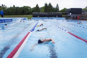 Hela svenska simmartruppen var på plats i Sundsvall i slutet på juni för att förbereda sig inför Special Olympics.
