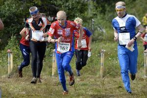 Jerker Lysell ångar på under etapp två.