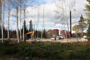 Nybyggnation. Dalkias nya lokaler i Källhagen byggs just nu av Avesta Industristad. Byggnationen kommer att kosta över 20 miljoner kronor är en av de två stora investeringar som Industristaden presenterade tidigare i våras.