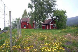 Frönäsudden med den renoverade banvaktsstugan och förrådet som ingår om Åre kommun köper fastigheten av Banverket.  Foto: Elisabet Rydell-Janson