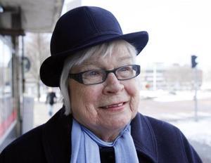 Ulla Buräng, 80+, Gävle,pensionär–Det är många som klagar på att de bygger om torget. Jag tycker att det är bra som det är. Det är ingen som blir gladare av det här bygget.