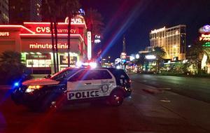 Polisen spärrade av stora delar av Las Vegas Strip under natten, och många kasinon sattes i så kallad lockdown.