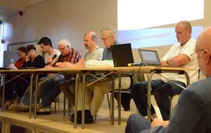 Debatt om landsbygden. Det var det i aulan på Kyrkbackskolan på tisdagskvällen. I debatten medverkade Ulla Diedrichsen (V), Ewa-Leena Johansson (S), Ronnie Edvardsson (MP), Hans Hedborg (C), Henk Bijloo (FP), Ulf Hilding (M) och Ronnie Wegerstedt (SD).