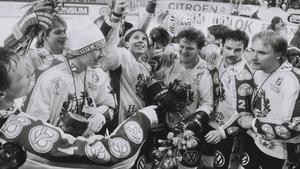 Leif R Carlsson, i mössan, var med och firade SM-guldet 1985.