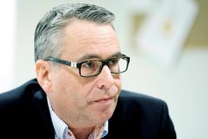 Ansvarig åklagare Ulf Back kan inte gå vidare i ärendet förrän polisen hållit förhör.