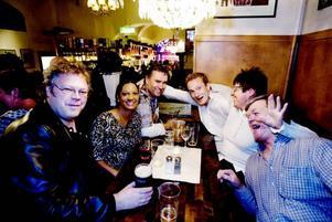 Stora Enso. Ett arbetsgäng från Stora Enso firade av en kollega som inte ska jobba kvar med dem. Conny Borg, Helena Andersson, Peter Wendin, Jonas Lundgren, Auli Toikkanen och Kenth Eriksson är laddade för en rockig kväll.