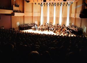 Dags  ATT  uppgradera. Västerås musiksällskap menar att det är hög tid att ge heltid åt musikerna i Sinfoniettan. Bilden visar Konserthusets invigning. Foto: Per Groth/arkiv
