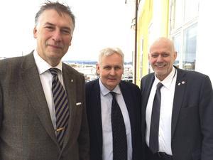 Gunnar Holmgren med två av arkivgästerna: Thomas Pålsson och Fred Nilsson.