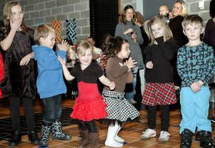 Att det var roligt att dansa ut julen råder inget tvivel om. Barnen skrattade och gjorde alla rörelser precis som de ska göras.