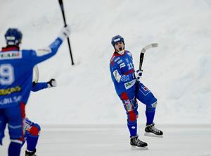 Nicklas Blomqvist fortsätter att producera mål. Mot Broberg/Söderhamn stod han för ett hattrick. S