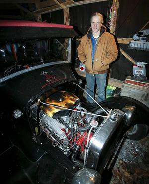 Tommy Nygaard visar stolt sin Ford T Tudor -1927, som de såg för första gången på sin bröllopsresa till USA 1999. Sju år senare var de tillbaka i Kalifornien och köpte med sig bilen hem.