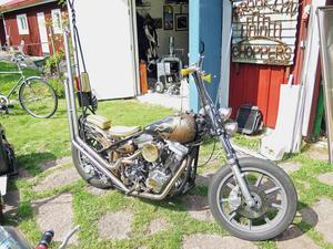 Här är en motorcykel som är gjord med enkom återanvända delar.